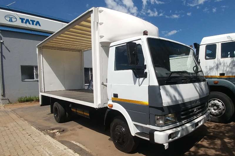 Tata Truck Curtain side LPT813 TATA 4 TON CURTAINSIDE 2014