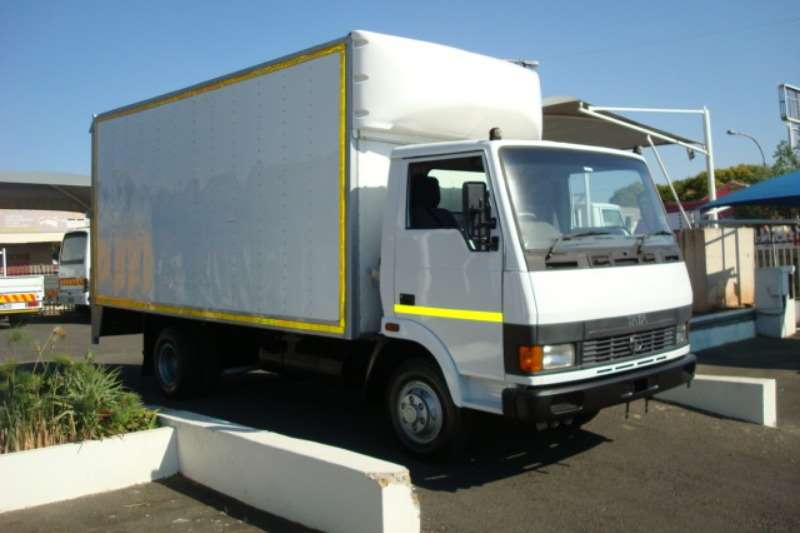 Tata Truck Volume body TATA LPT 713 4 TON VOLUME BODY WITH RATCLIFF LIFT 2008