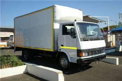 Tata Truck Volume Body TATA LPT 713 4 TON VOLUME BODY WITH RATCLIFF LIFT 2008