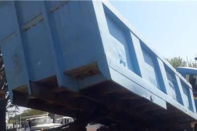 TIPPER LOAD BIN 10M3 WITH PTQ & CYLINDER Tipper trucks