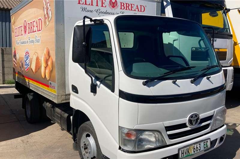 Toyota DYNA 4 093 VOLUME VAN Box trucks