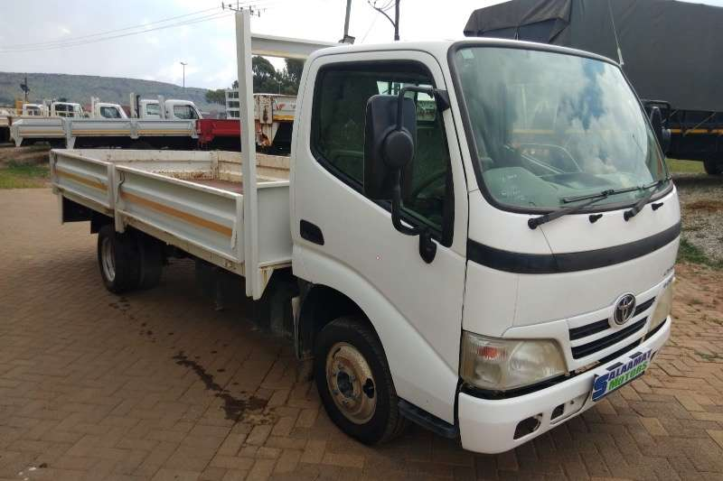 Toyota Dyna 4093 87000 kms  6m long chassis Dropside trucks