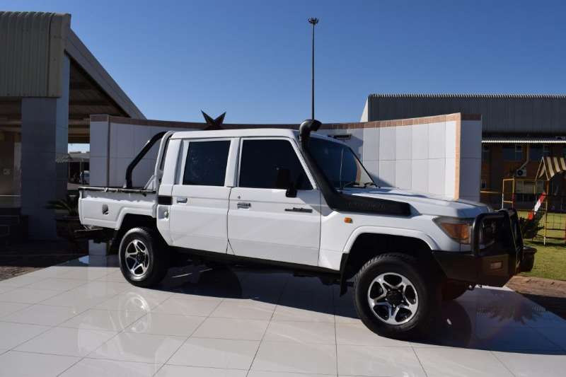 Toyota LDVs & panel vans Land Cruiser 79 4.2d 2010