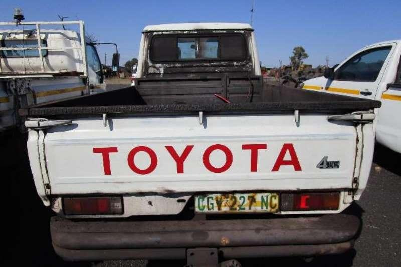 Toyota LDVs & panel vans Toyota Land Cruiser, 4WD Bakkie 2013