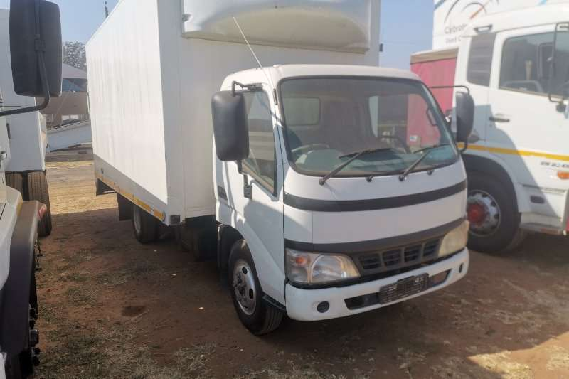 Toyota Truck Closed body dyna 5104 2009
