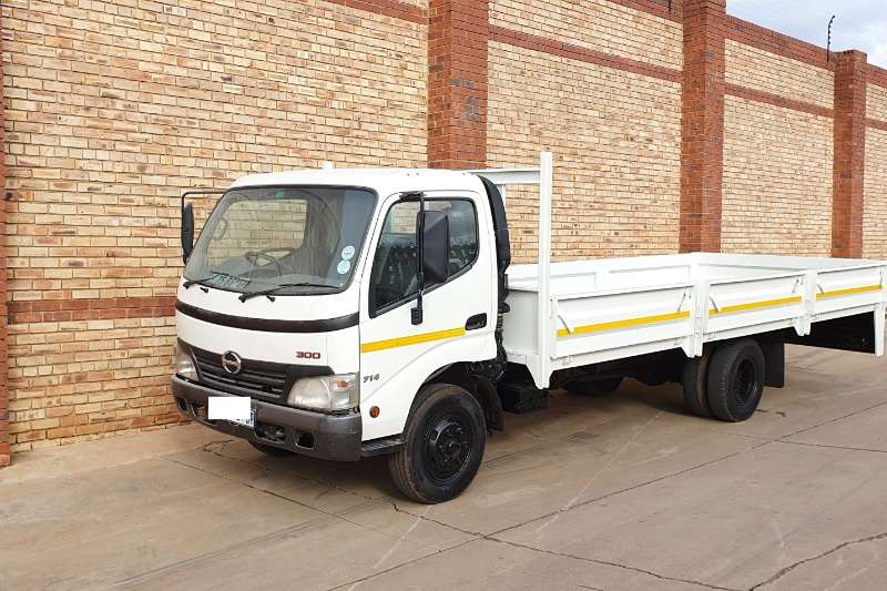 Toyota Truck Dropside HINO 300,915,5 TONNERWITH NEW DROPSIDE BODY 2010