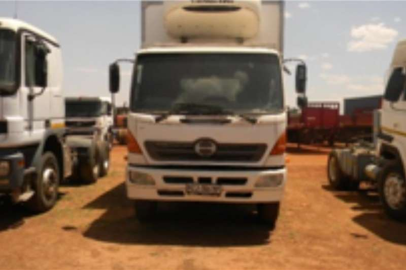 Toyota Truck Fridge truck 2004 TOYOTA HINO SINGLE AXLE TRUCK WITH THERMOKING 2004
