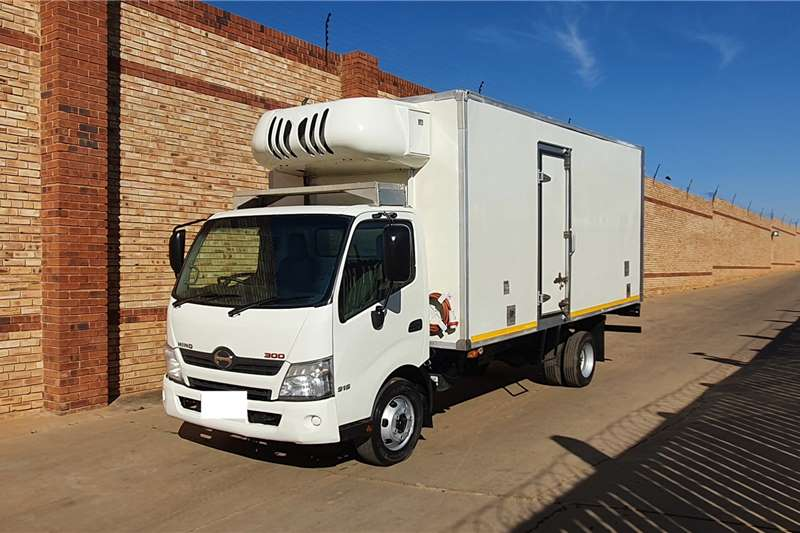 Toyota Truck HINO 300.915,4 TON WITH REFRIGERATED BODY 2013