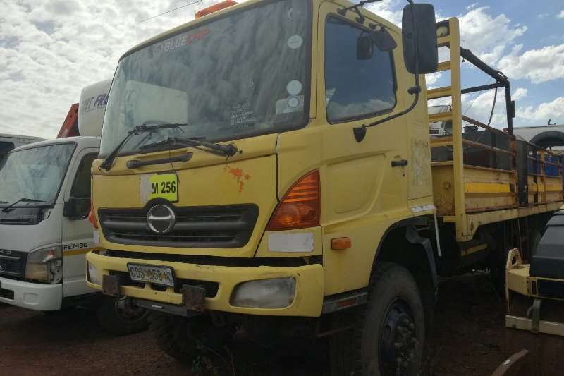 Toyota Truck Other 2004 Toyota Hino 13:214 4x4 Service Truck 2004