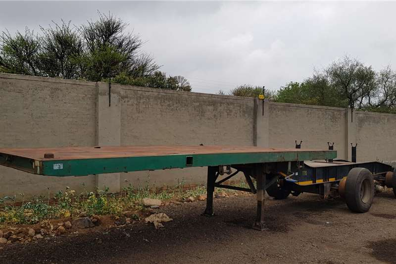Front link Triaxle Complete as is Trailer spares