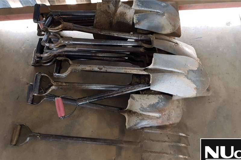 Truck accessories ASSORTED SPADES , SHOVELS AND FORKS 17 X AVAILABLE