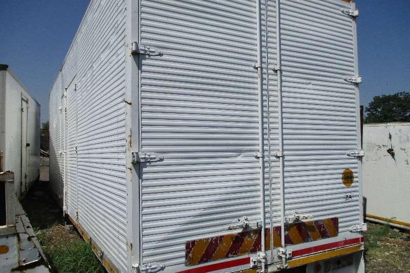 Truck bodies Volume body for 8 Tonner 2000