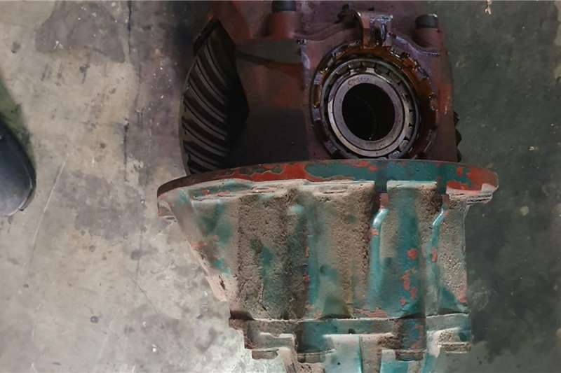 Axles MAGIRUS DUETZ 43:8 CENTRE PORTION Truck spares and parts