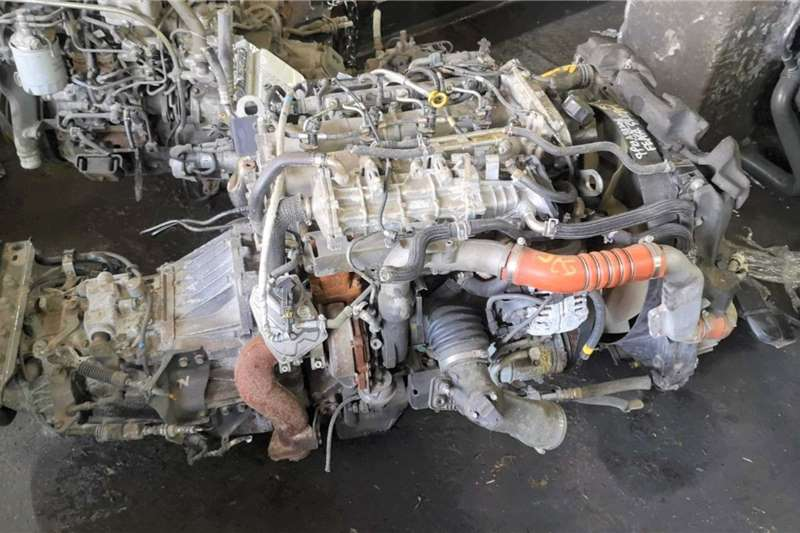 Engines MITSUBISHI CANTER 4P10 COMPLETE ENGINE Truck spares and parts