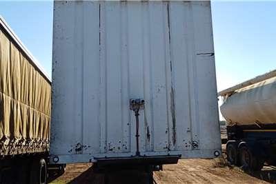 TTT Close volume body TTT 15.5m Volume Tri Axle Trailers