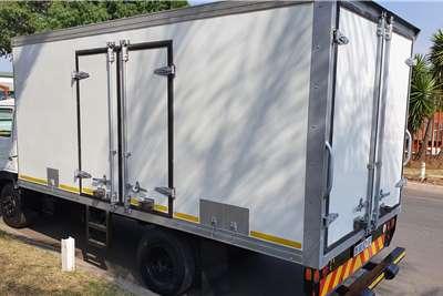 UD UD40 Box trucks