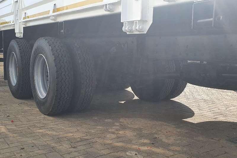 UD UD90 C T/AXLE DROPSIDE Dropside trucks