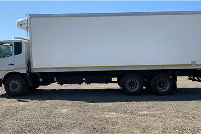 UD Croner PKE250 6x2 LWB Meat Hanger Thermoking Unit Refrigerated trucks