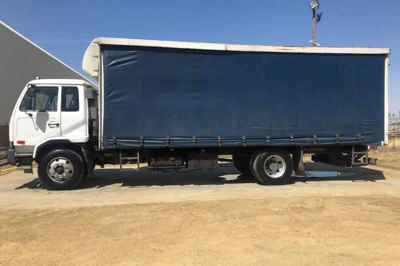 UD Truck Curtain side UD80 2011