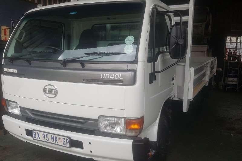 UD Truck Dropside UD40 2012