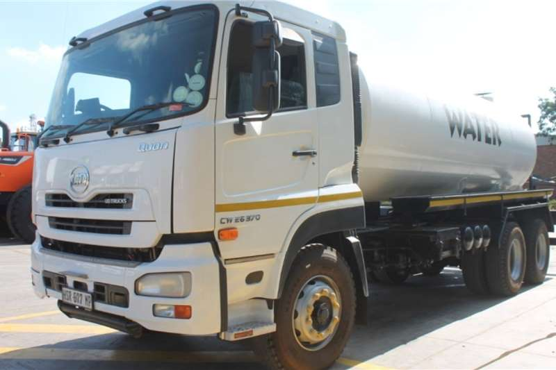 UD Truck Quon CW26 370 6x4 Water Tanker 2015