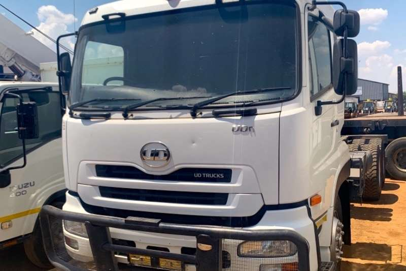 UD Truck-Tractor Double axle QUON 26 490 C/CAB 2014