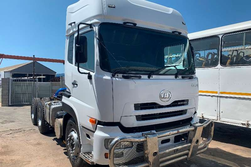 UD Truck-Tractor Double axle Quon GW26 450 2015
