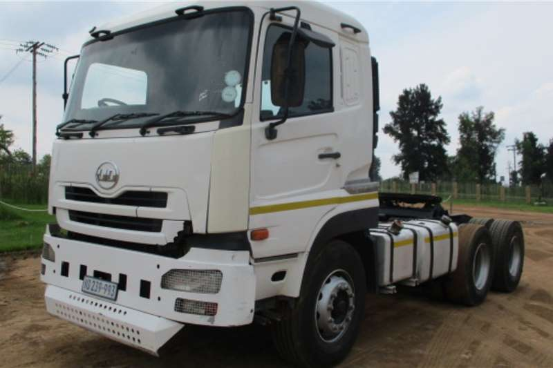 UD Truck-Tractor Double axle UD 390 2010