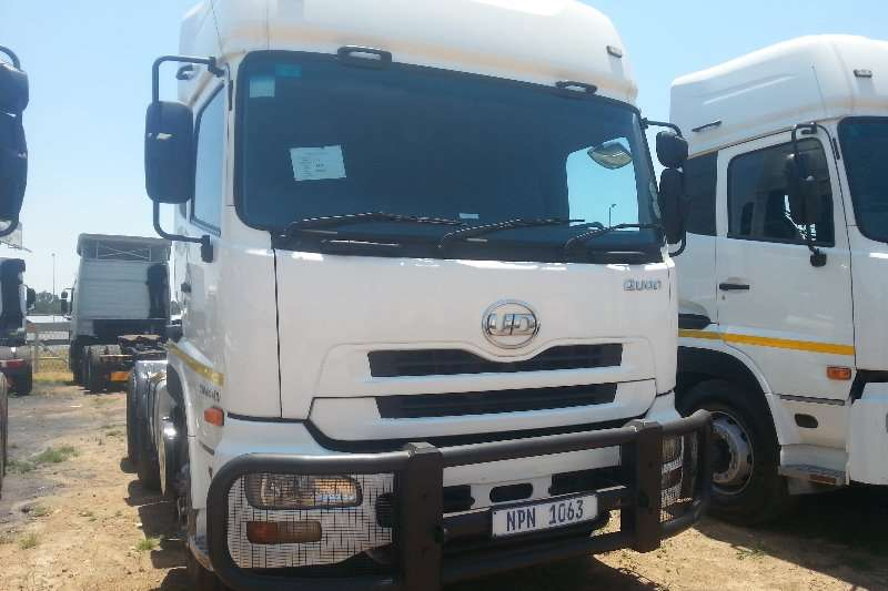 UD Truck-Tractor Double axle UD GW 26 410 2013