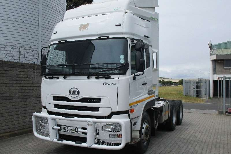 UD Truck-Tractor Double axle UD Quon 450 High Roof 2016
