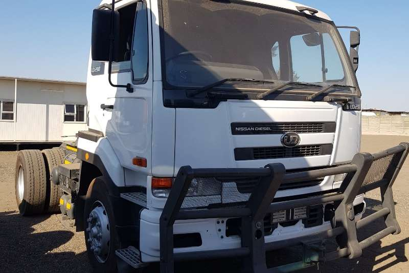 UD Truck-Tractor Double axle UD290 2007