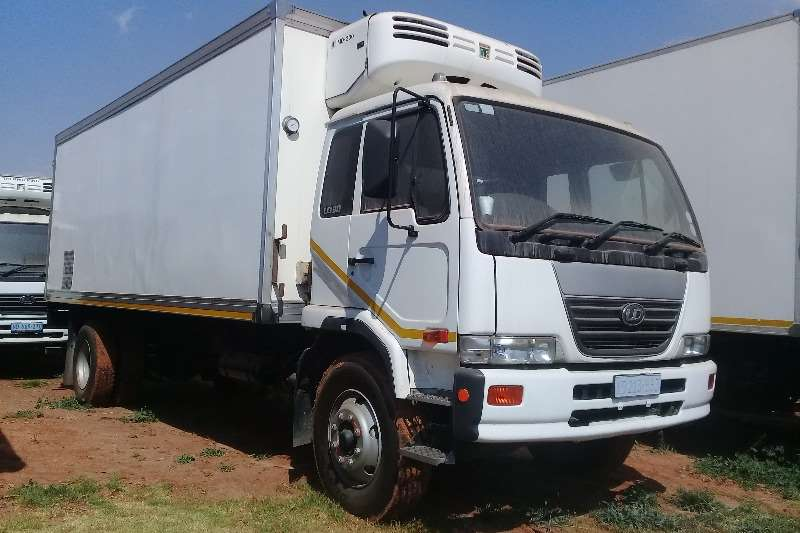 UD Truck-Tractor Single axle 2006 NISSAN DIESEL UD 90 REFRIGERATED BODY 2006