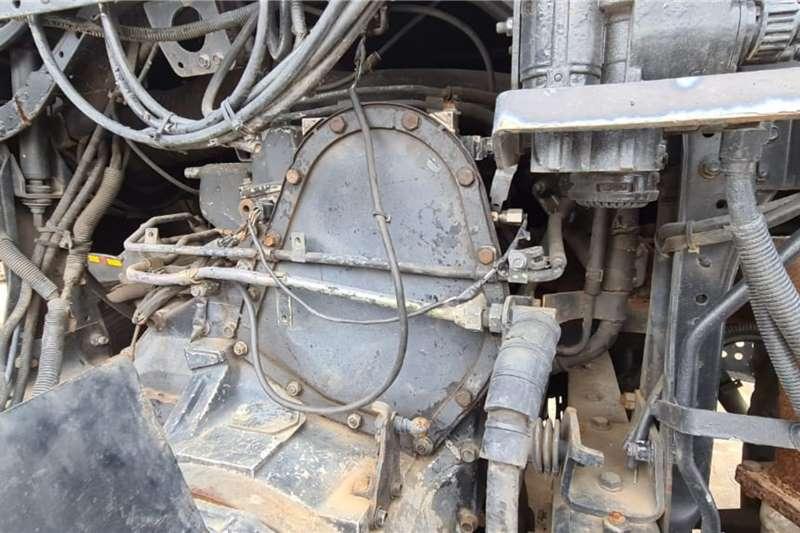 UD 440 6x4 Mechanical Horse Truck tractors