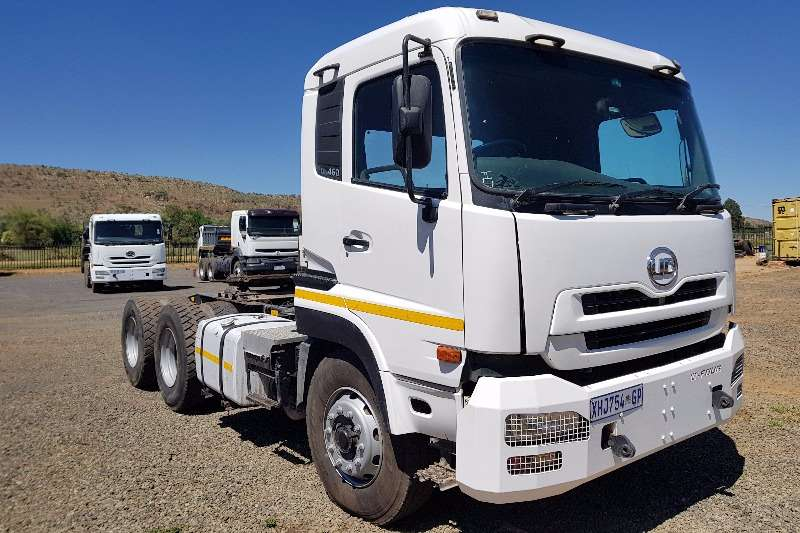 UD Truck tractors Double axle Nissan UD390 2010