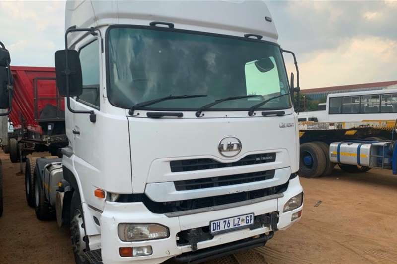 UD Truck tractors Double axle QUON 26 450 2014