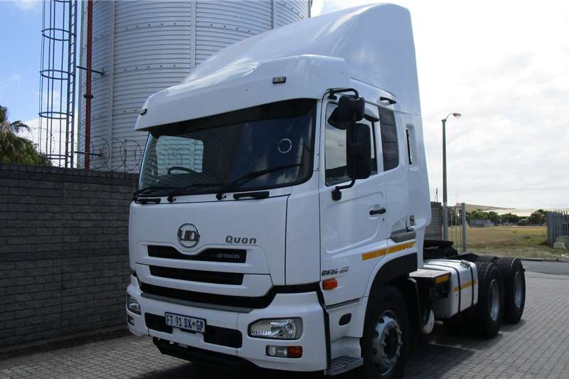 UD Double axle UD Quon 450 Low Roof E15 Truck tractors