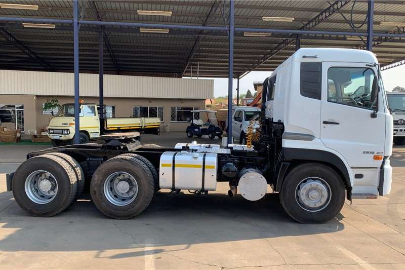 UD UD QUON 26 410 6 X 4 TRUCK TRACTOR Truck tractors