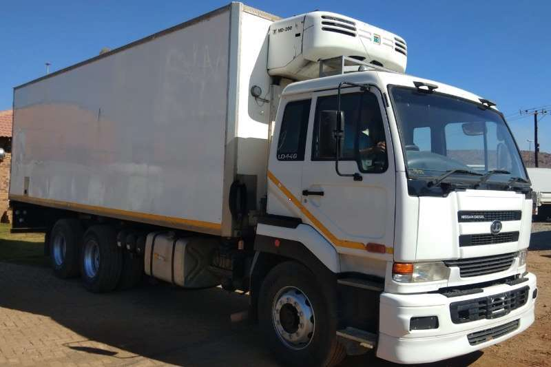 UD UD 440 DOUBLE  DIFF TRUCK R449000 Truck