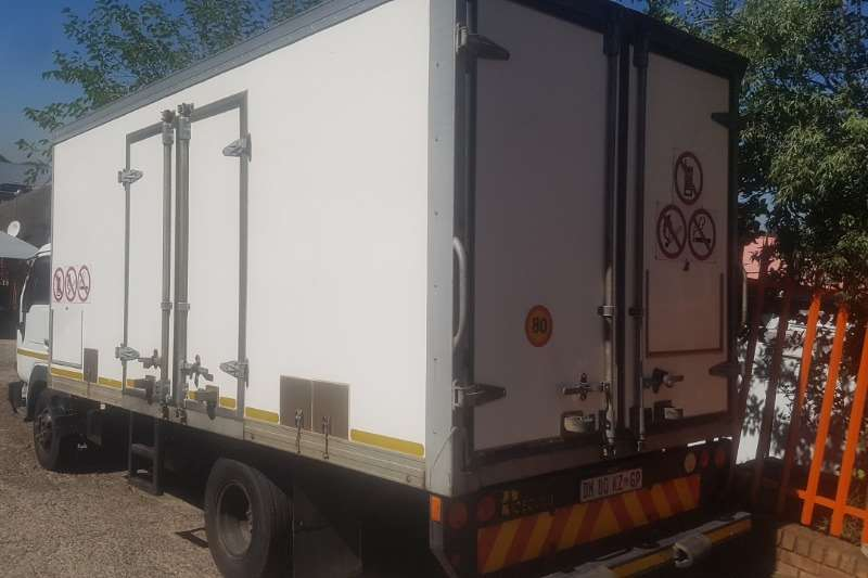 UD Volume body UD40L Truck