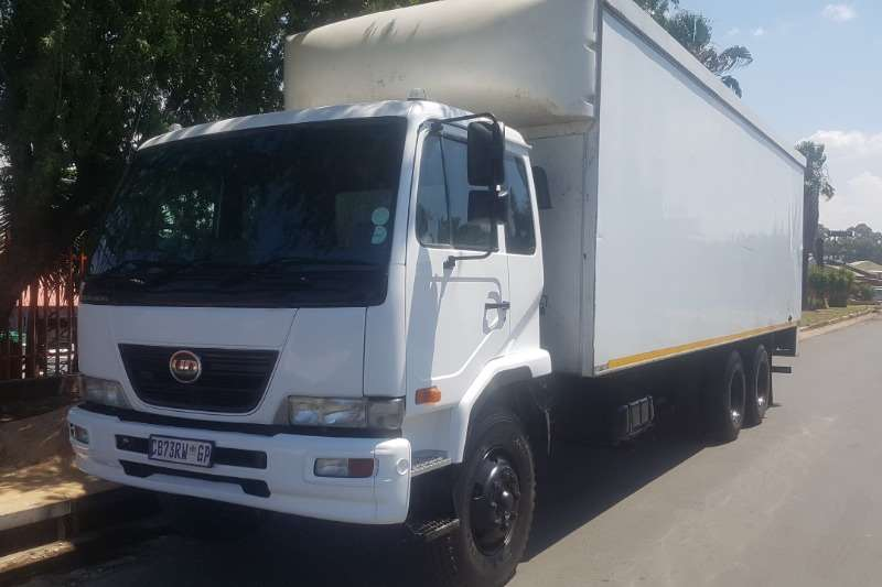 UD Truck Volume body UD90 2012