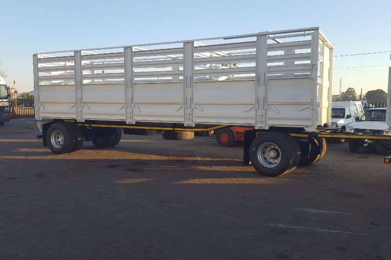 2019 UD  UD Quester E24 6x4 F/C with Cattlebody and Trailer