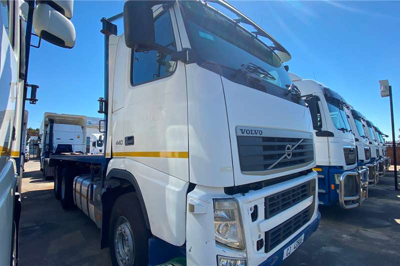 Volvo ( 6 x 2 ) FH 440 Chassis cab trucks
