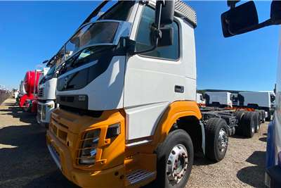 Volvo ( 8 x 4) FMX 480 Twinsteer Chassis cab trucks