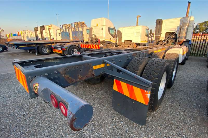 Volvo Volvo FMX 520 Twinsteer Chassis cab trucks