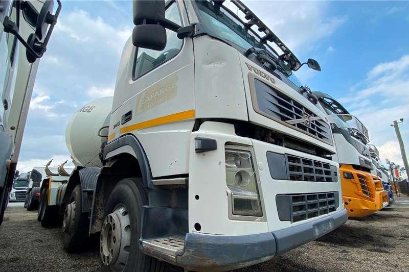 Volvo FM 340 Twinsteer Concrete mixer trucks
