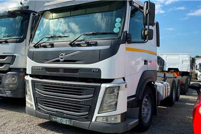 Volvo FM 400 Tag Axle Personnel carrier trucks