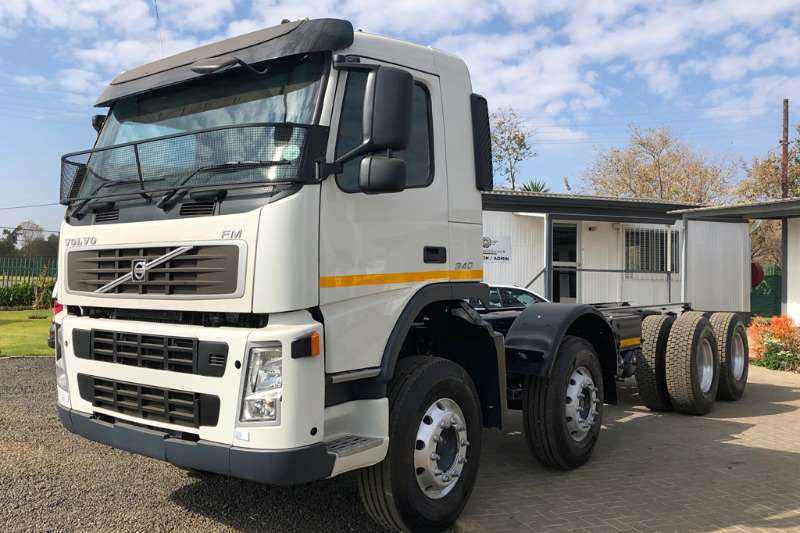 Volvo Truck Chassis cab FM9 340HP 8x4 2009