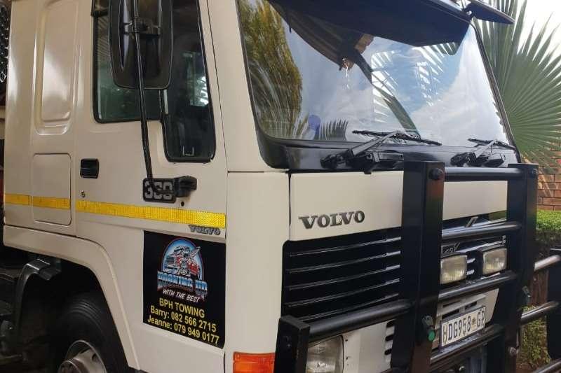 Volvo Truck Crane truck VOLVO FL10 FLAT DECK 24 TON WITH RAMPS & CRANE 15 1998