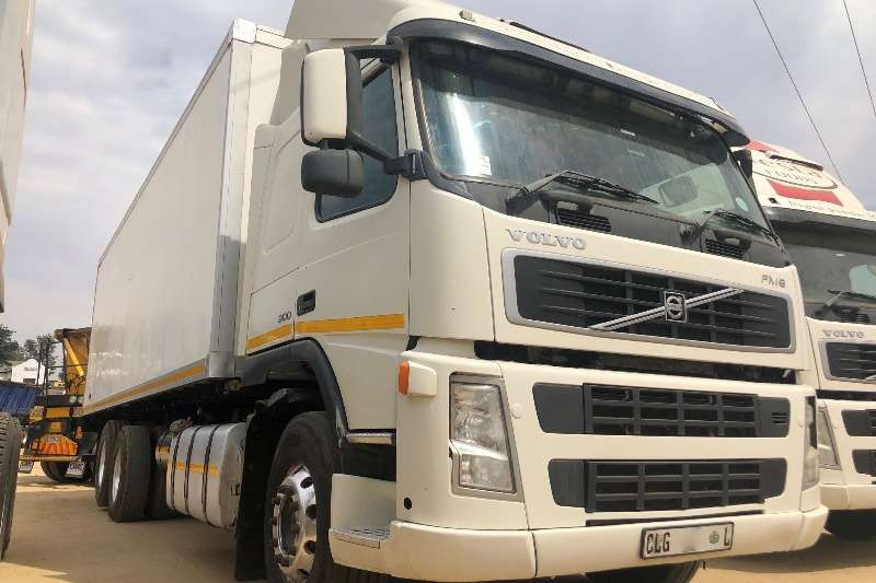 Volvo Truck Fridge truck Volvo FM9 300 6x2 With Fridge Body and Unit 2009