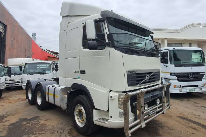 Volvo Truck-Tractor Double axle FH 440 2013